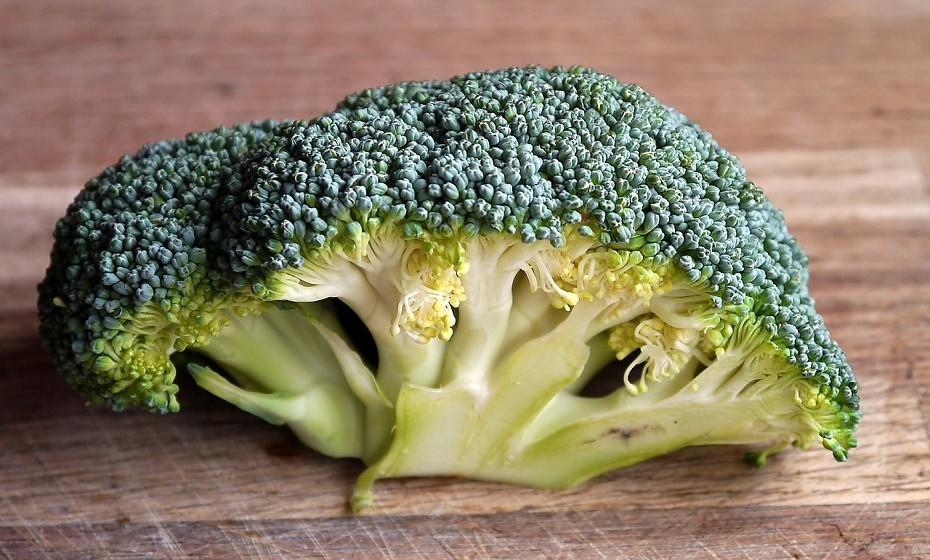 Os brócolos são extremamente nutritivos, assim como a couve-flor ou a couve-de-Bruxelas. São uma excelente fonte de sulforafano, um antioxidante com efeitos anti-inflamatórios potentes.