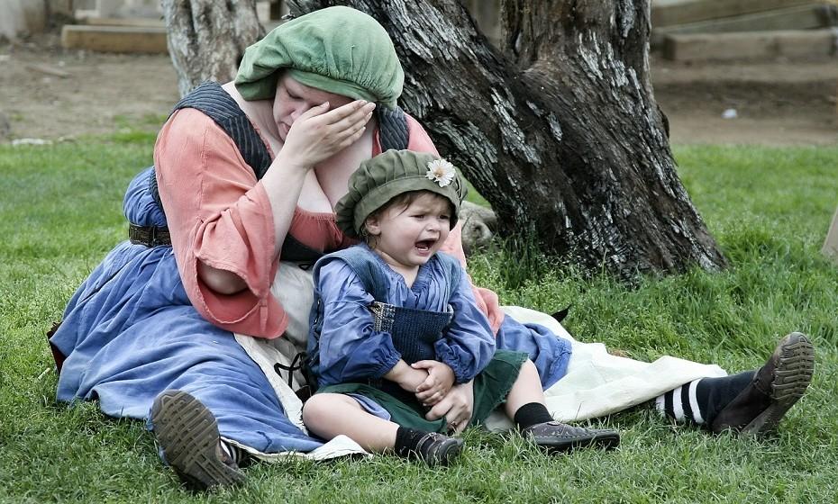 Bater na criança quando ela insiste em se comportar mal não é a solução certa. Quando sente que tem vontade de fazê-lo, afaste-se durante um tempo e respire fundo.