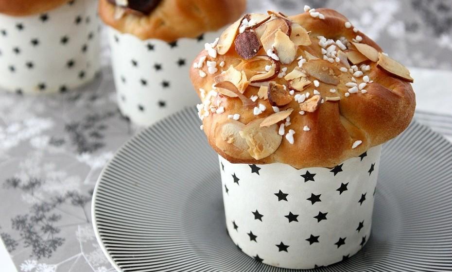Muffins – São feitos de farinha refinada, óleos vegetais, ovos e açúcar e, por vezes, são vendidos com cobertura de açúcar, contribuindo para um maior teor de açúcar e calorias.