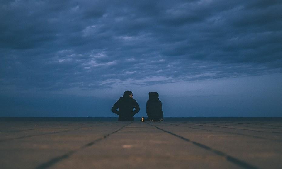 Escolha bem as pessoas que quer ter na sua vida. Liberte-se de qualquer relacionamento tóxico. Reflita e pergunte-se se gosta da forma como aquela pessoa a faz sentir.