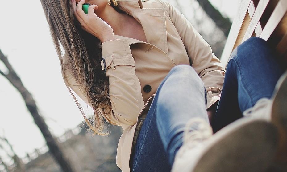 Relações à distância podem resultar, dão é mais trabalho. Dois fatores que ajudam a manter este tipo de relação são: contar informação mais íntima um ao outro e ter uma visão mais idealizada do parceiro.