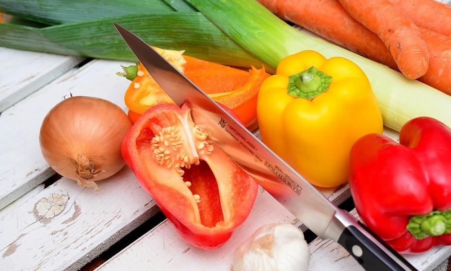 Os pimentos estão repletos de vitamina C e antioxidantes com efeitos anti-inflamatórios potentes. São ricos em quercetina, ácido sinápico, ácido ferúlico e outros antioxidantes igualmente fortes.