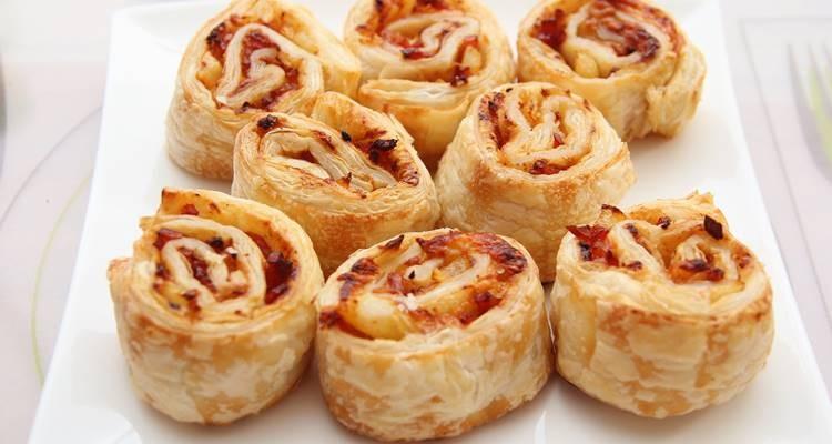 Rolinhos de queijo, fiambre e bacon