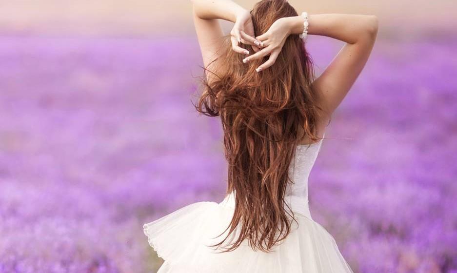 Dê muita atenção ao seu couro cabeludo... A maior parte dos problemas capilares começa no couro cabeludo. Escolha champôs que não ao irritem.