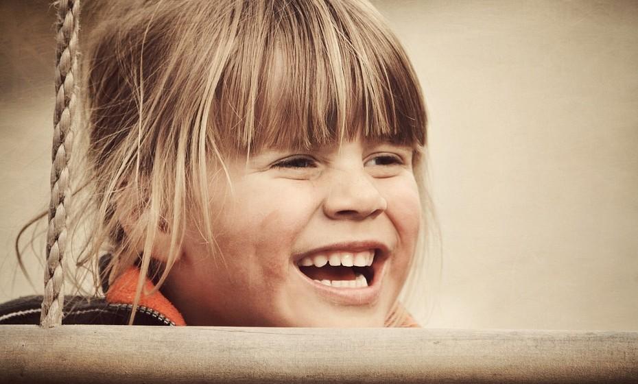 Quando ri às gargalhadas até chegar mesmo a lacrimejar é ótimo, pois, dessa forma, são eliminadas toxinas acumulados no organismo.