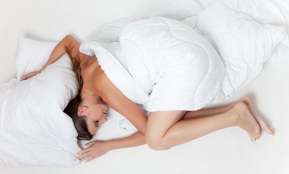 O riso melhora a qualidade do sono e reduz as insónias.