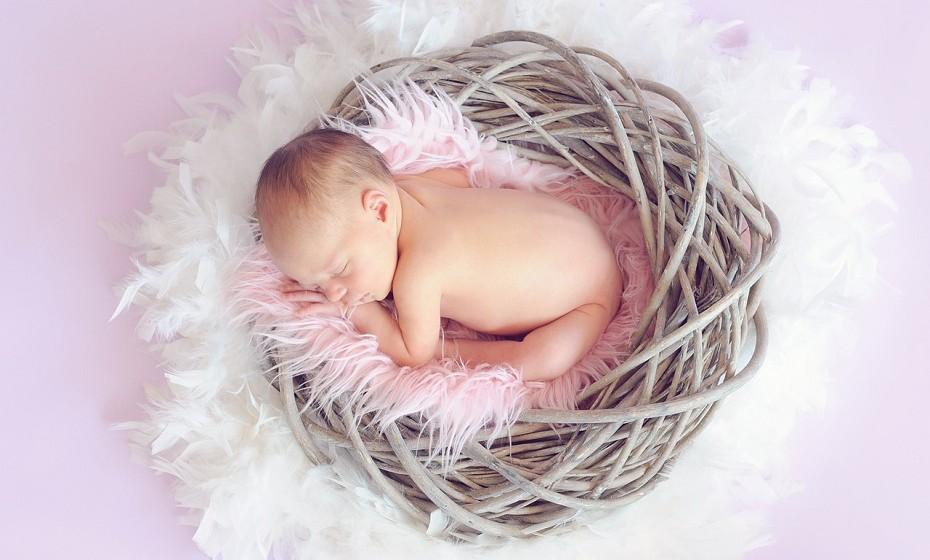 O leite materno está repleto de anticorpos que ajudam o bebé a combater vírus e bactérias.