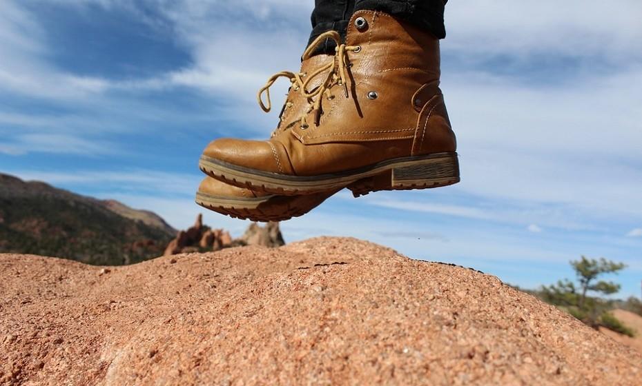 Os pólens pesados caem no chão e, apesar de não respirarmos os malditos, estes agarram-se ao calçado.