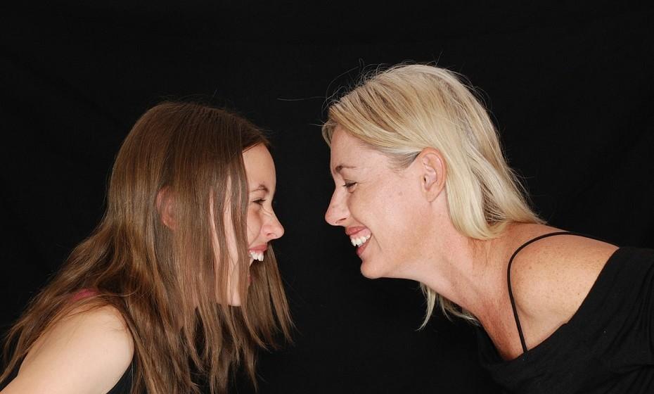 Rir ajuda a criar laços mais fortes com as pessoas nos rodeiam.
