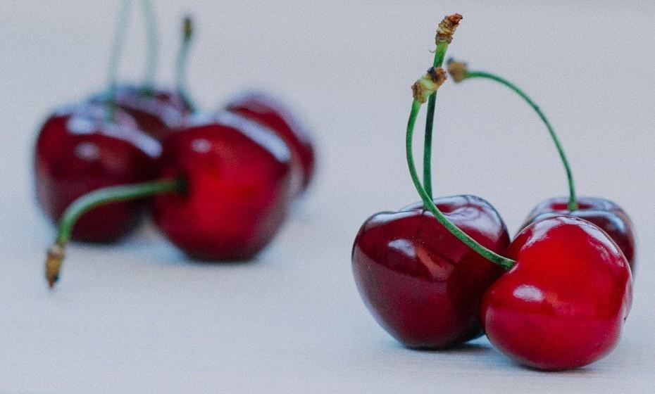 As cerejas são uma boa fonte de melatonina e podem ser consumidas frescas ou em sumo. A melatonina pode ter um efeito soporífero que ajuda a combater as insónias.