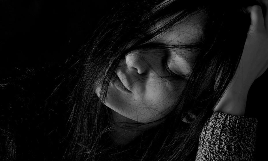 Leão: O ponto fraco deste signo é a falta de atenção. Fica irritado quando não lhe dão atenção, quando não o elogiam – a indiferença mata-o. Fica severamente deprimido quando sente que não tem ninguém em quem confiar ou que ninguém confia neles.