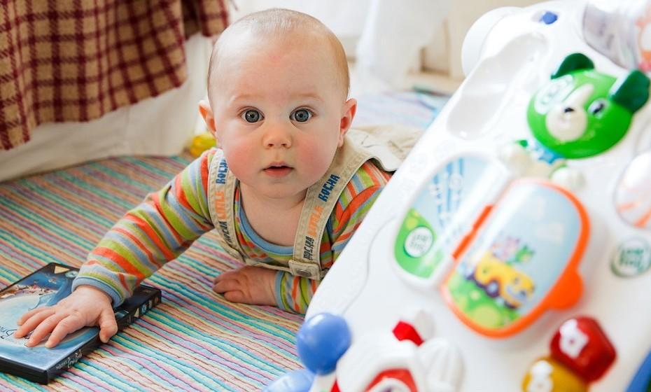 Alguns estudos sugerem que pode haver uma diferença no desenvolvimento do cérebro entre os bebés amamentados e os que não o são. O que poderá ter consequências, no futuro, em questões de comportamento e aprendizagem.