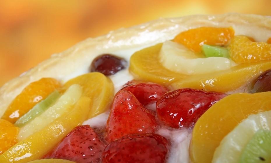 Frutas em calda ou de conserva não são nada saudáveis. Este tipo de produto é altamente processado e perde fibras e outros nutrientes durante o processo. E, principalmente, está carregado de açúcar.