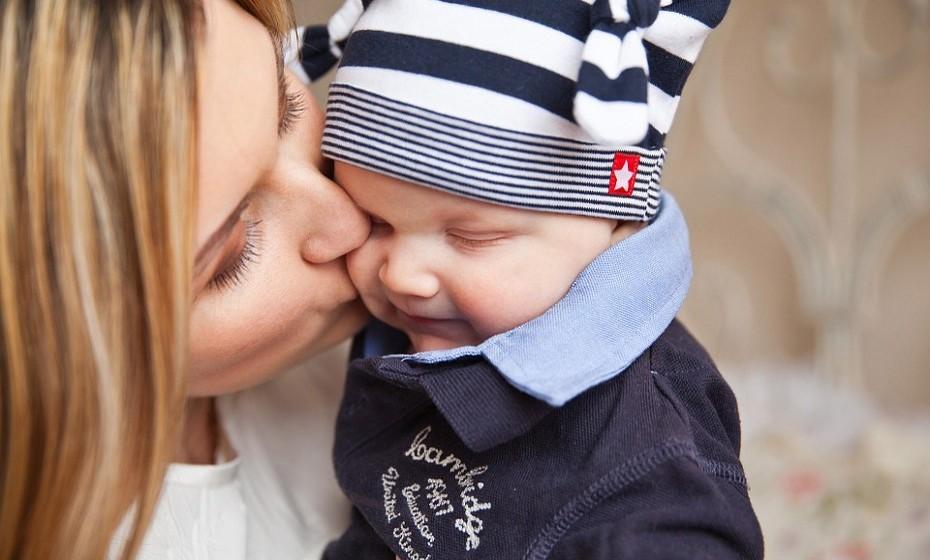 Depressão pós-parto é um tipo de depressão que se pode desenvolver logo após o parto, mas nem todas as mulheres passam por este problema. As mães que amamentam têm menos probabilidade de desenvolver depressão pós-parto. O aumento da quantidade de oxitocina incentiva o cuidado, relaxamento e ligação entre mãe e filho.