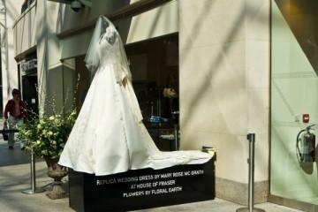 Alexander McQueen é processado pelo vestido de casamento real