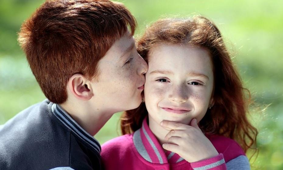Reino Unido: Como sabemos, os ingleses são conhecidos por alguma formalidade. Assim, um beijo no rosto fica reservado apenas para amigos. Quando conhece alguém novo o melhor é estender a mão.