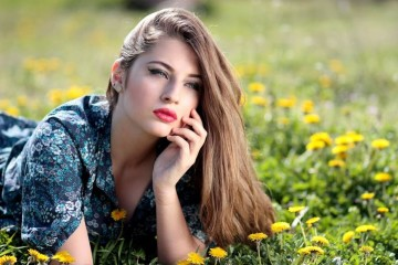O envelhecimento é algo natural e impossível de evitar. No entanto, alguns alimentos podem ajudar a que a sua pele permaneça jovem mais tempo. Saiba quais são.