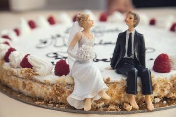 As ideias para bolos de casamento são infinitas. Entre tantos formatos, cores, adornos e sabores, no final o que conta é quanto o casal se identifica com o estilo do bolo que escolheu para este dia tão especial.