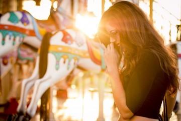 Um simples agradecimento, conviver com amigos, ouvir música... estas são apenas algumas atividades que pode praticar diariamente para ser mais feliz. A ciência garante a sua eficácia, revela o psicólogo Jeremy Dean, autor do blog 'Psy Blog'. Saiba mais.