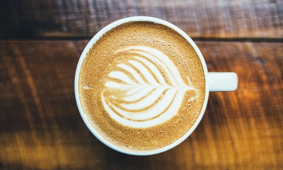 Os italianos não bebem cappuccino depois das onze horas da manhã.