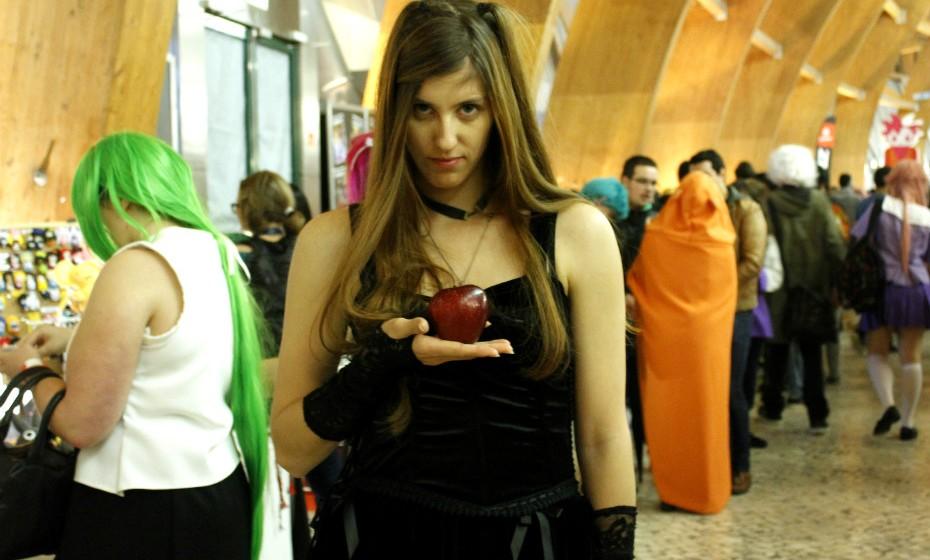 Liliana Gonçalves, 24: «Antes, vestia-me assim, mas é caro e o trabalho não me permite vestir desta forma».