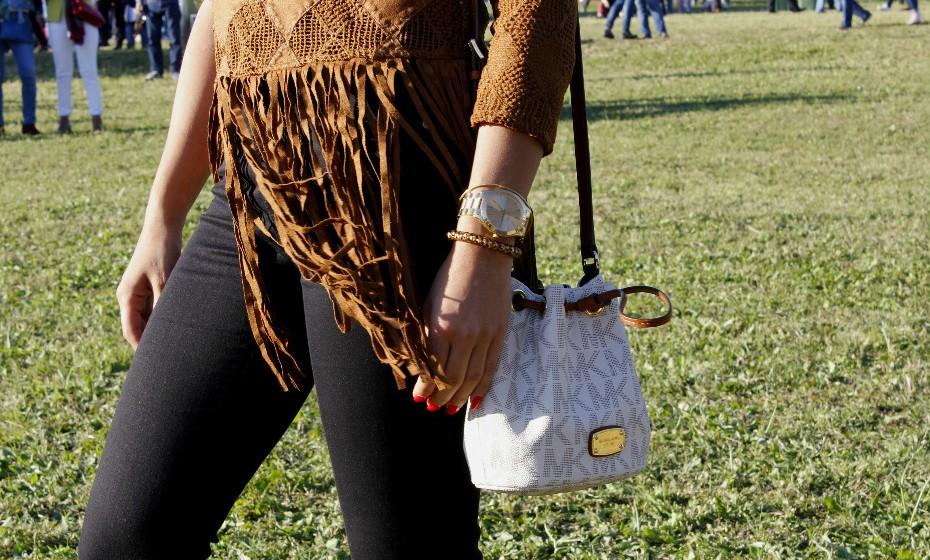 Franjas nunca são demais e gritam estilo de festival por todas as costuras. Sofia Simões seguiu à regra o 'dresscode' e optou por esta camisola linda. Gosta?