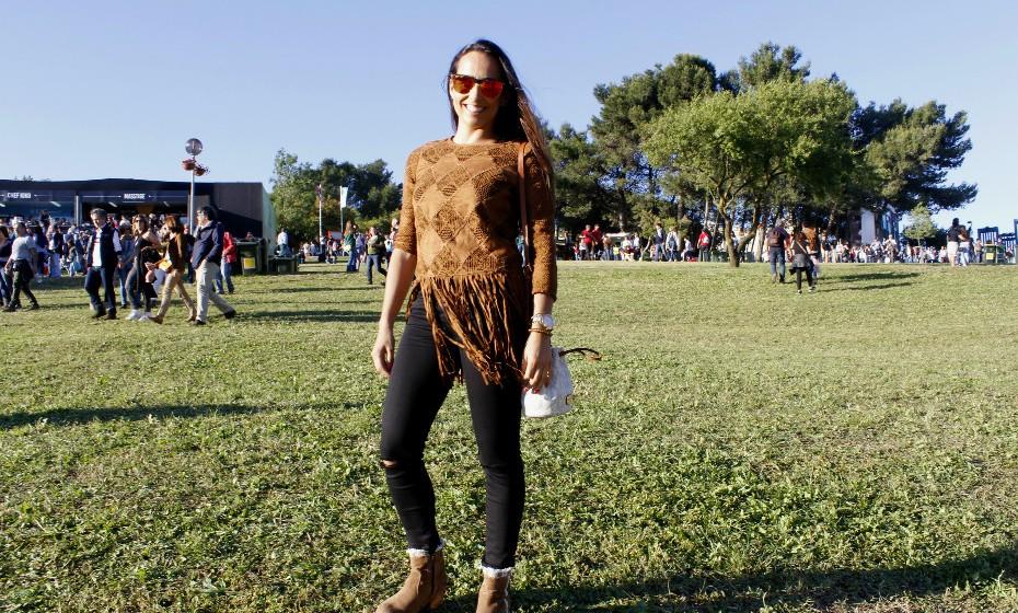 «O truque é vir o mais simples e confortável possível e usar uma peça mais fashion que se destaque», aconselha Sofia Simões.