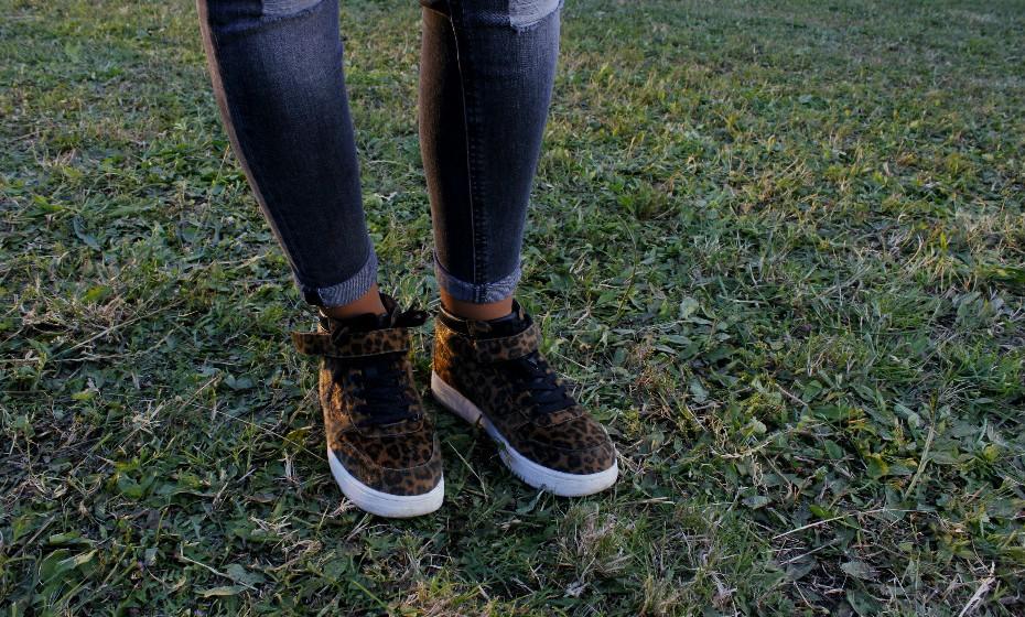Umas sapatilhas com um padrão diferente fazem a diferença e dinamizam um look mais simples.