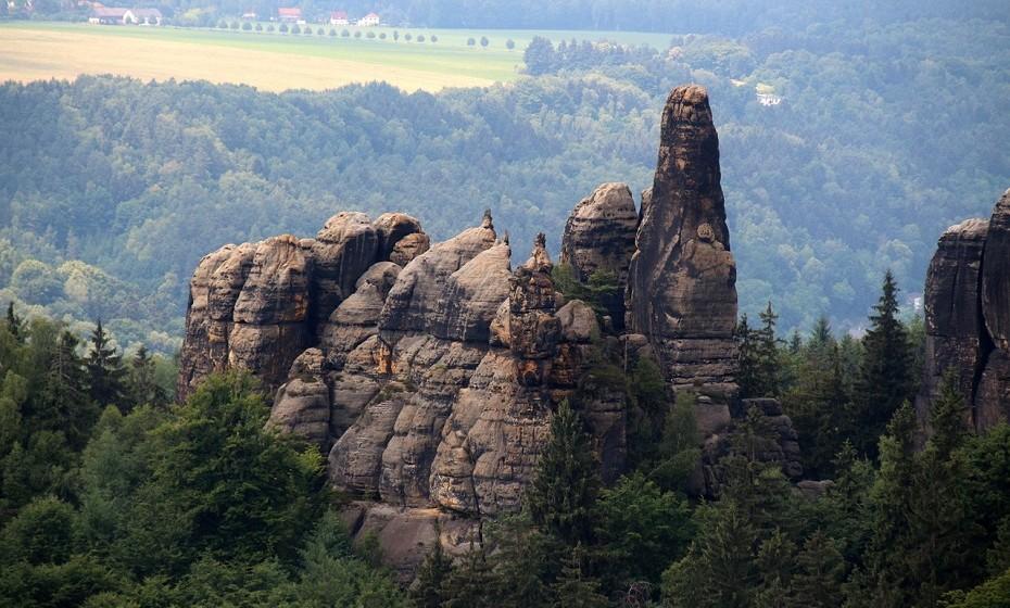 O parque Saxon, na Alemanha, abrange duas áreas de 93,5 km² no coração da parte alemã das montanhas de arenito.Este parque encanta pela sua paisagem intensamente rochosa e fissurada.