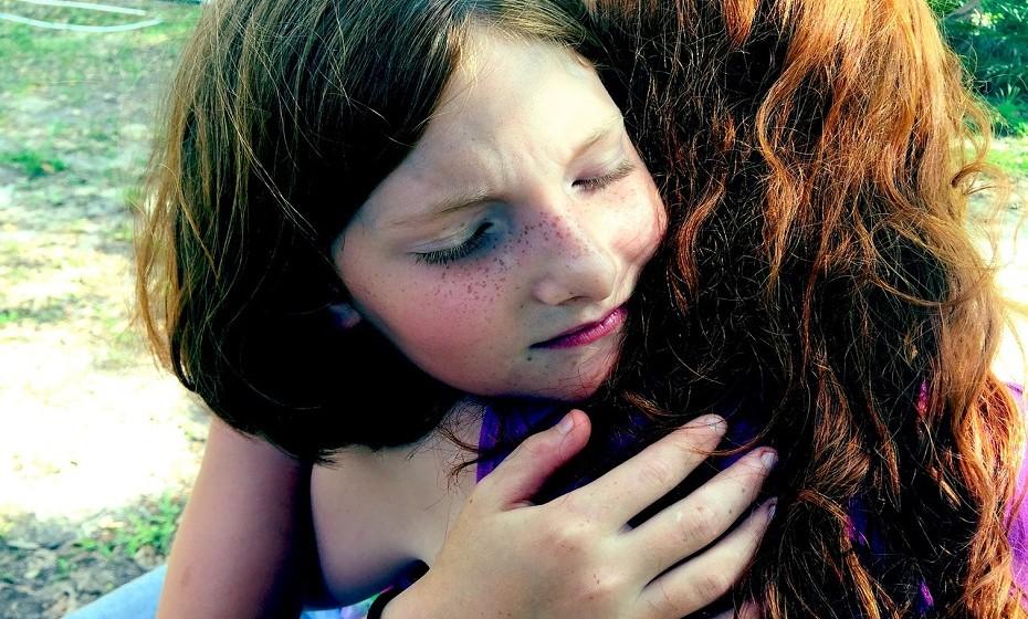 As lágrimas ajudam a fortalecer relações e a construir novos laços. É automático: quando vê alguém a chorar, sente vontade de lhe transmitir apoio e compreensão.
