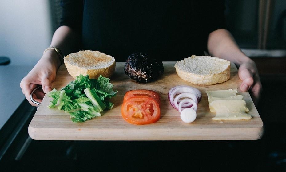 A redução da variedade de sabores, cores e texturas ajuda a reduzir a quantidade daquilo que se come. Afinal, não há muito para provar...