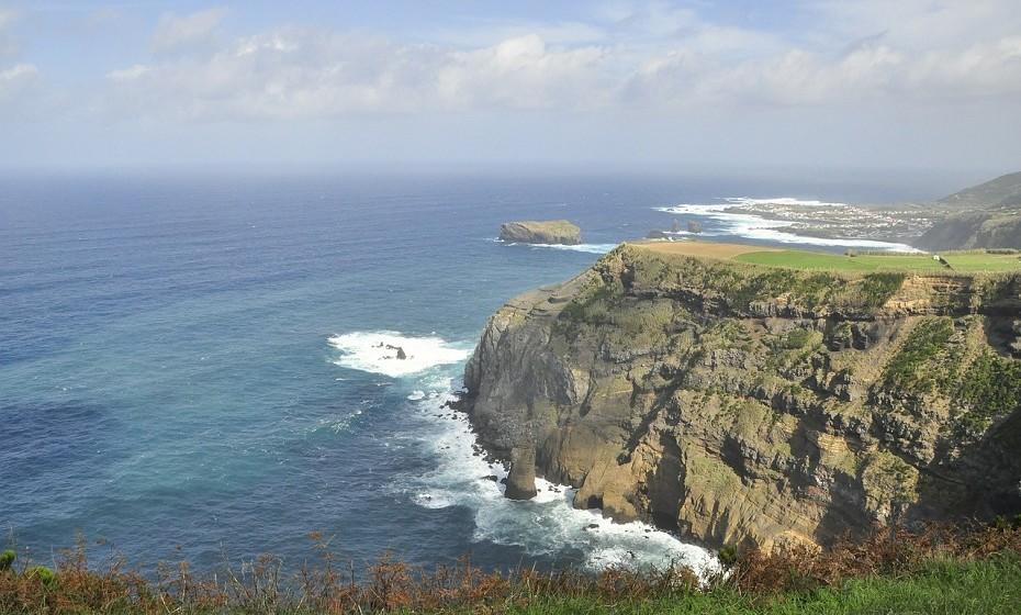 O Parque Natural de São Miguel, Açores, integra todas as áreas protegidas classificadas da ilha (desde reservas e monumentos naturais a paisagens protegidas, uma das quais eleita uma das 7 Maravilhas Naturais de Portugal).