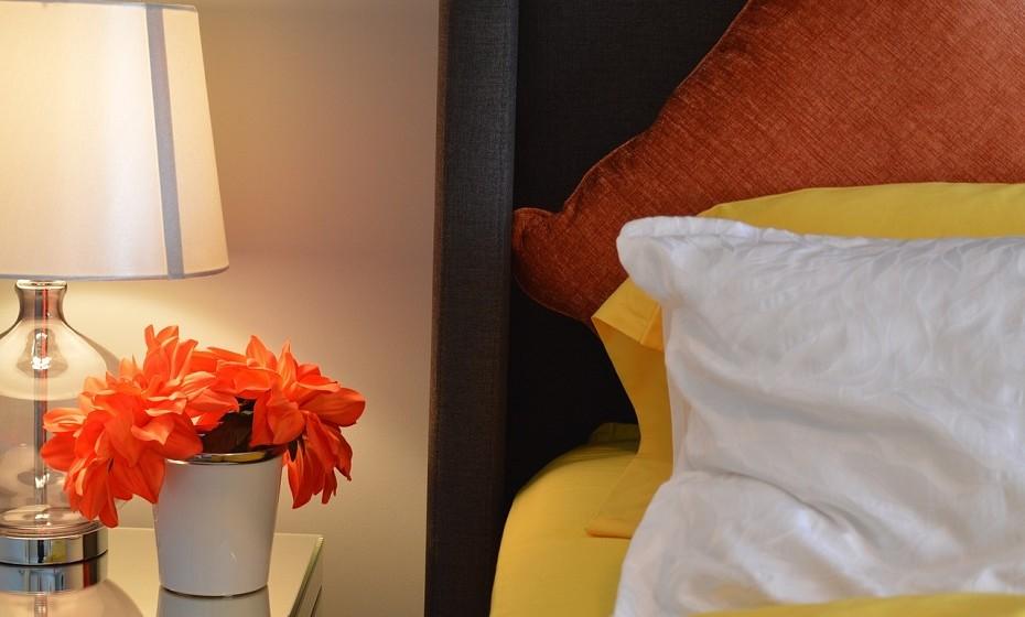 Perfume o quarto com aromas frutados ou frescos com óleos ou spray. O cheiro agradável confere-lhe energias positivas quando acorda.