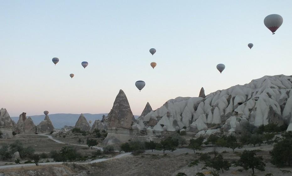 Parque nacional de Goreme, Turquia, é um projeto original da natureza e está repleto de recursos hídricos ricos na base do vale, flora abundante e uma vasta variedade de rochas.