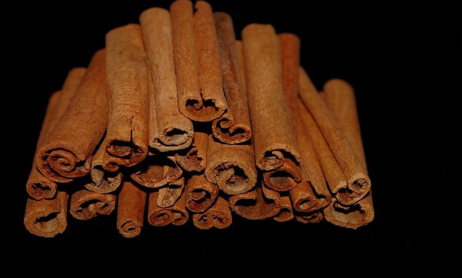 Tem a capacidade de reduzir os níveis de açúcar no sangue, em jejum, tendo um efeito anti-diabético potente em 1 a 6 gramas por dia.