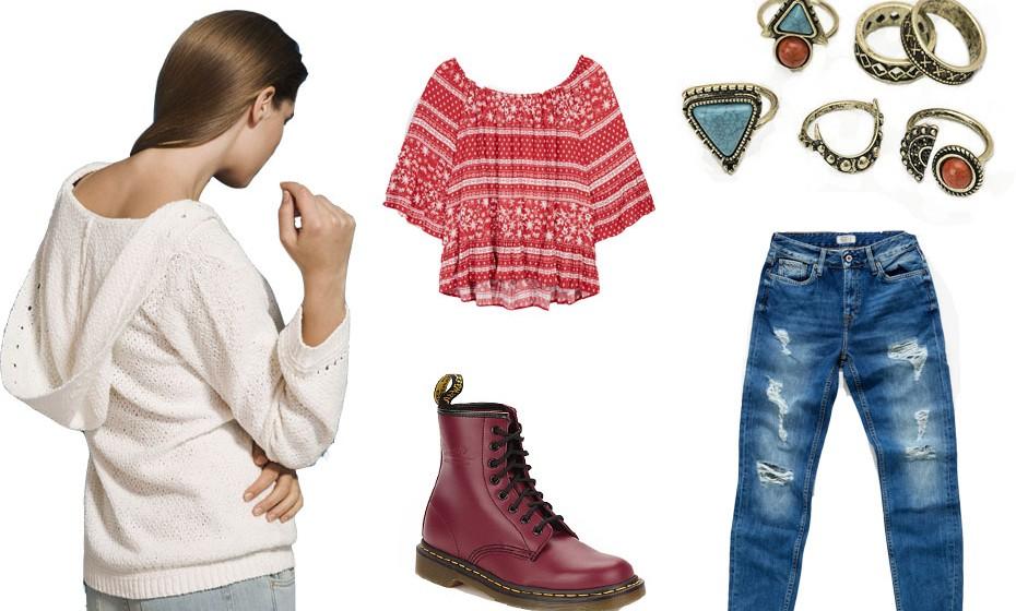 Uns jeans fazem parte de qualquer festival, sobretudo para as noites mais frias. Conjugue com uma camisola como esta da Massimo Dutti. Na imagem: top Primark, anéis Bershka, botas Dr Martens e calças Pepe Jeans.