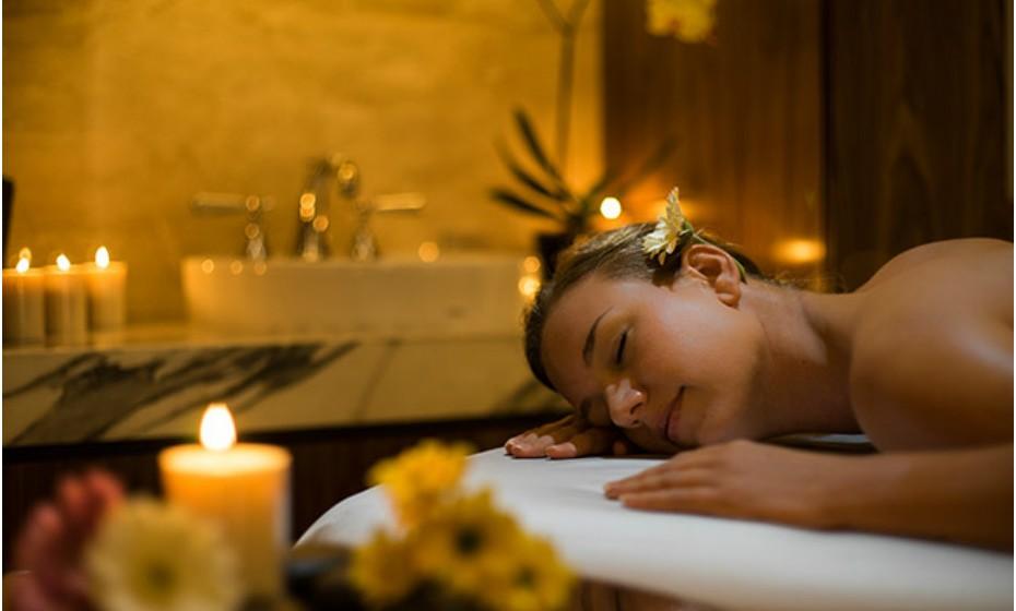 A vista do spa no Bernardus Lodge, Califórnia, Estados Unidos, vale a visita por si só. Tem todas as características de um spa de cinco estrelas: uma piscina, um jacuzzi exterior, uma sala de vapor de eucalipto, banhos Vichy, sauna seca e um centro de fitness aberto 24 horas.
