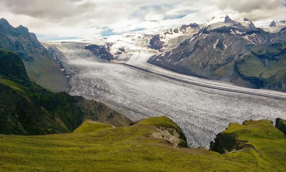 Vatnajokull, Islândia, encontra-se em áreas montanhosas. Se visitar este parque, deve estar preparado para as mudanças climatéricas constantes.