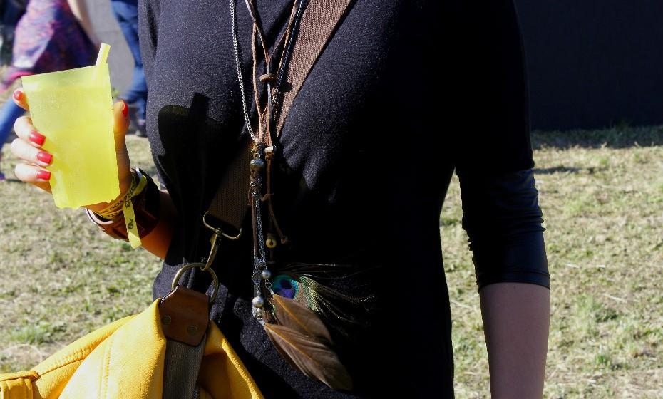 O colar estilo bohemian de Rita é da Parfois.