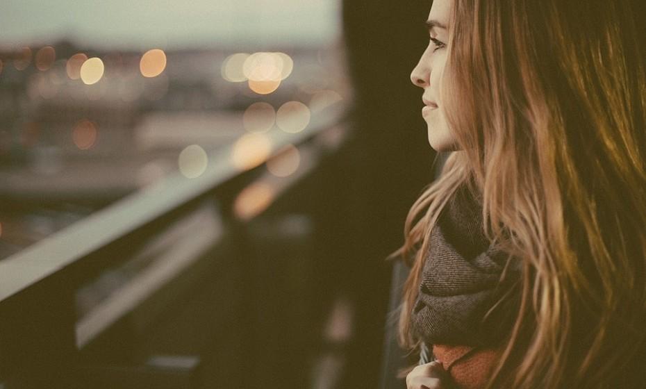 Sonhe acordado! Por mais que a mente viaje por episódios negativos do seu passado, mantenha-se focado nas coisas boas da vida.