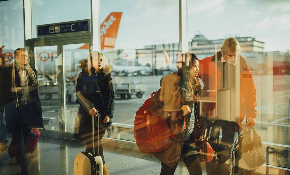 Se viajar com companhia, partilhem a bagagem. Dividam a vossa roupa pelas duas malas, pois caso uma das malas se perca durante o voo não ficam totalmente sem nada.