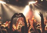 No verão, não faltam festivais por todo o país, com concertos, acampamentos e muitas, muitas festas. Com larga experiência no apoio a eventos, a Cruz Vermelha Portuguesa deixa alguns conselhos úteis para os festivaleiros, no que respeita à prevenção de acidentes e à aplicação de primeiros socorros simples. Mais vale prevenir...