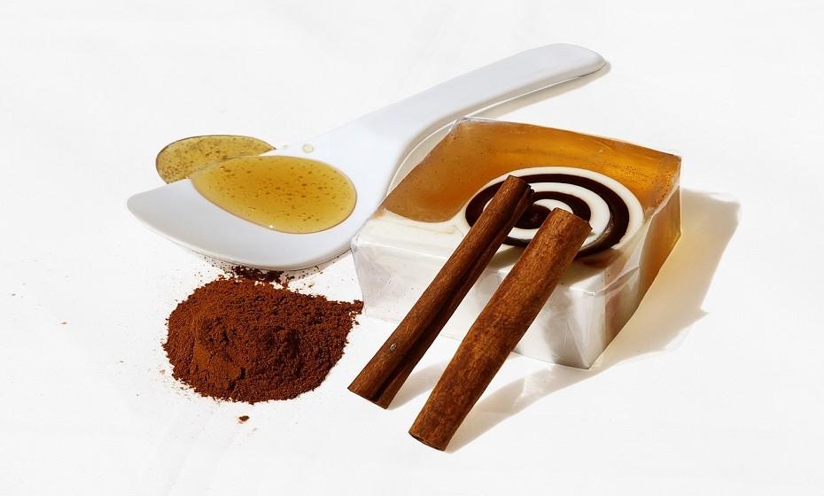Use mel e canela. Esta combinação tem um efeito surpreendente no metabolismo.