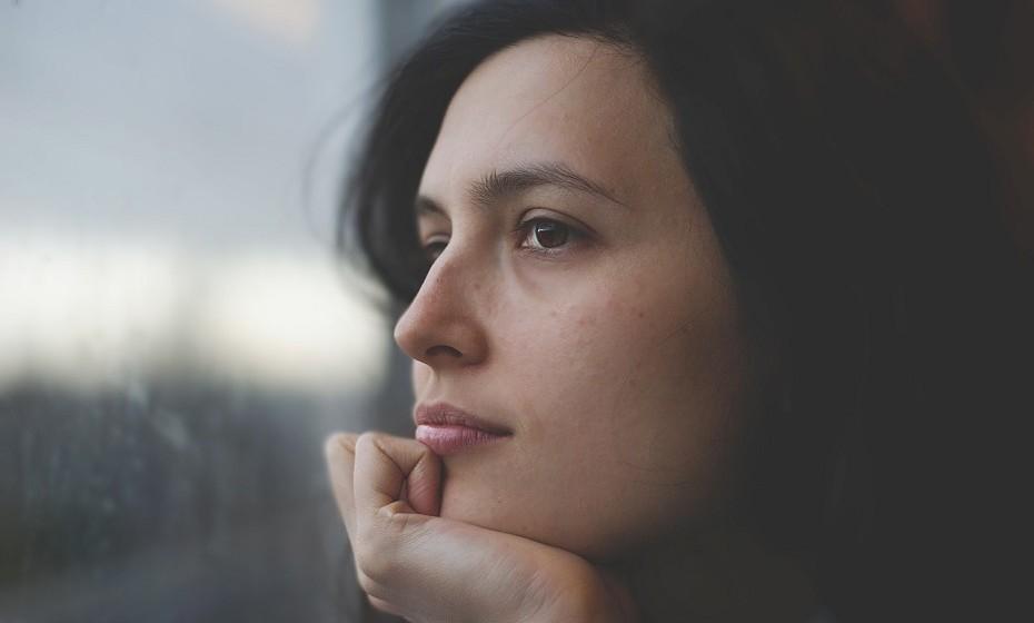 Como lidamos com o sofrimento define quem somos como pessoas e desistir é a pior opção. Uma pessoa autossuficiente não permite que alguém a arraste para baixo.