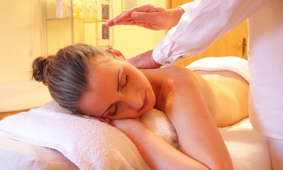 Faça massagens com mais frequência. É importante libertar a energia bloqueada e receber energia positiva.