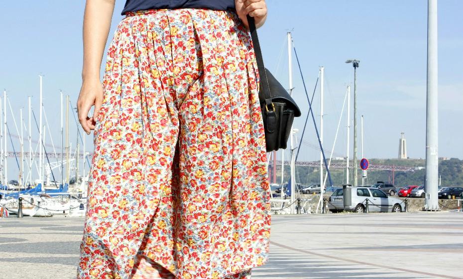«Gosto muito de usar saias com padrões e conjuga-las com tops mais simples», partilha Quirine.