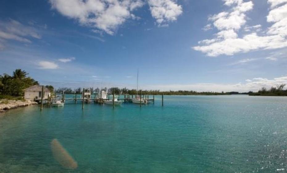 Kamalame Cay, Bahamas, nas Caraíbas. Arrendar esta ilha por uma noite pode custar entre 449 – 898 euros.