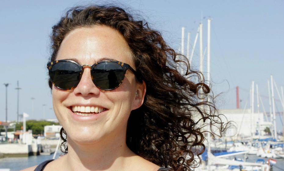 Quirine não sai de casa sem os seus óculos de sol.