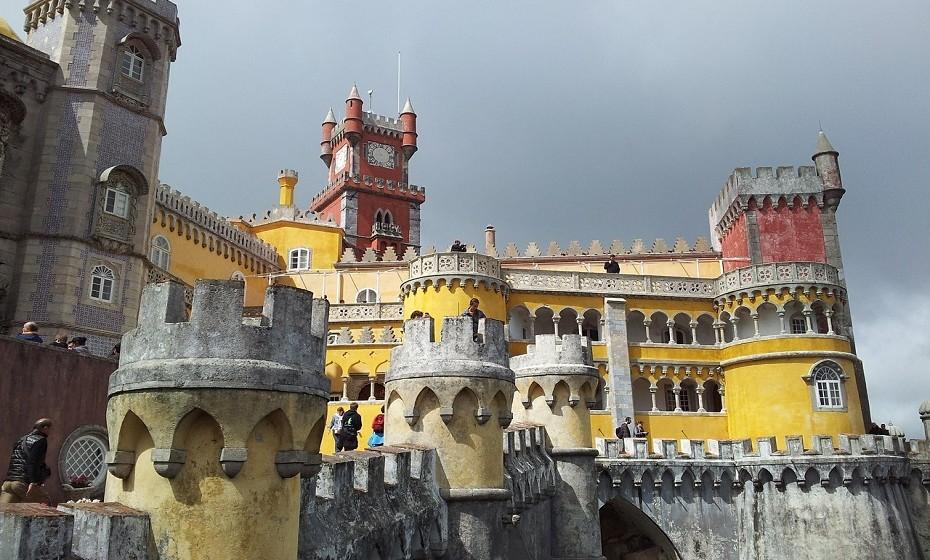 Sintra está repleta de coisas para visitar. É preciso mais do que um dia para ver o essencial do Palácio Nacional, do Palácio da Pena,  da Quinta da Regaleria, de Monserrate, além dos jardins, bosques e o centro da cidade.