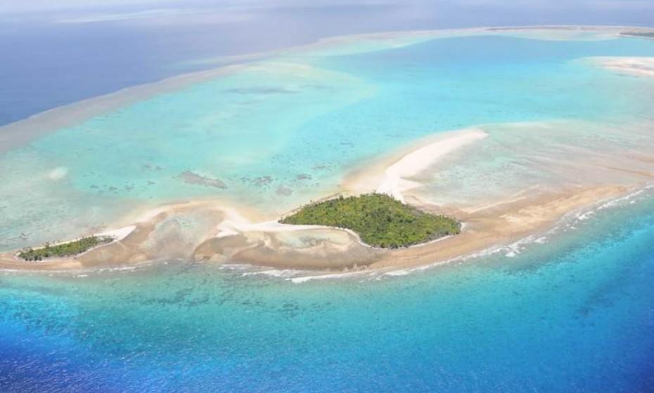 Ngerbelas Island, Ásia. Para quem comprar a ilha terá à sua disposição praias incríveis de areia branca, águas cristalinas com recifes de corais. É um local isolado e apresenta uma beleza natural maravilhosa. O preço encontra-se sob consulta.
